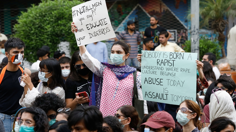 Pakistan police hunt for gang rape suspects as protests continue