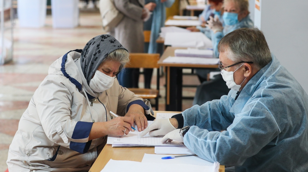 Russians vote in regional polls overshadowed by Navalny poisoning