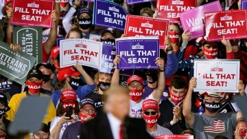 US elections live news: Romney for filling Supreme Court vacancy