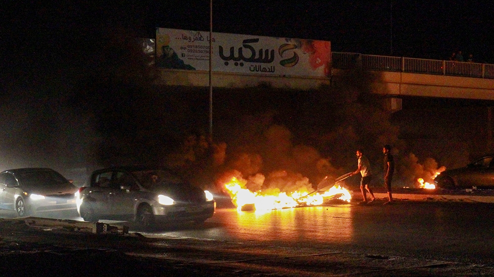 Protesters set government building on fire in eastern Libya