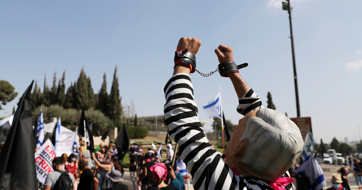 Israel passes law to limit protests during coronavirus lockdown
