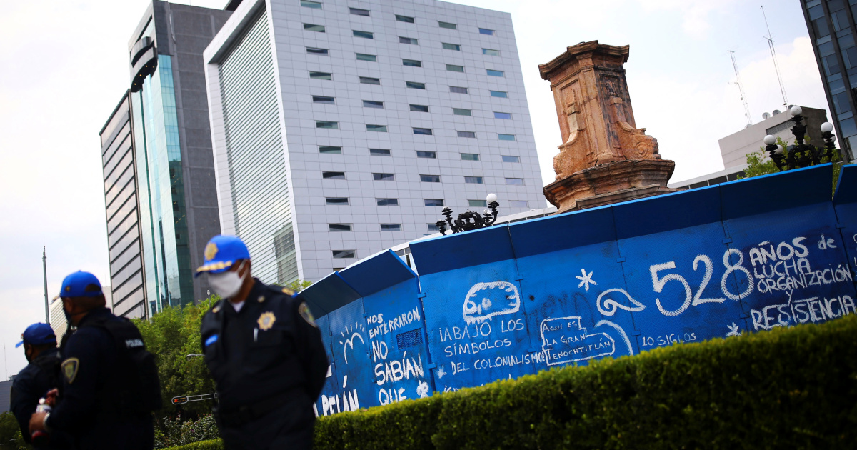 Mexico removes Christopher Columbus statue before annual protest