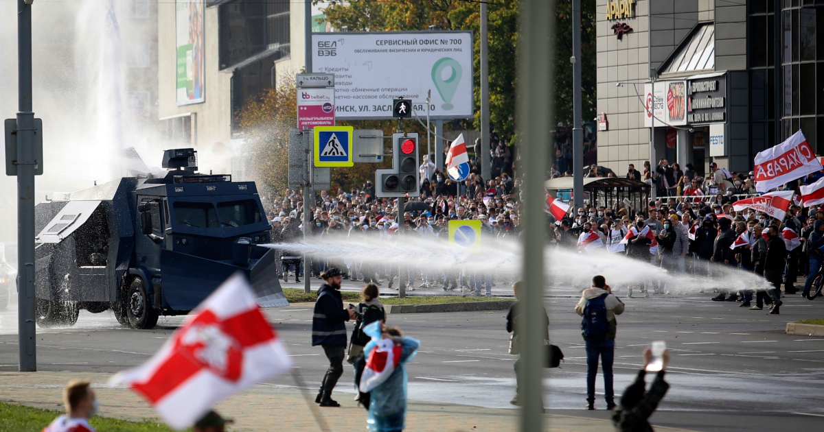 Police use water cannon to disperse mass anti-Lukashenko rally