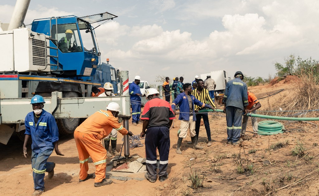 Zimbabwe struggles to save trapped miners as flood halts rescue