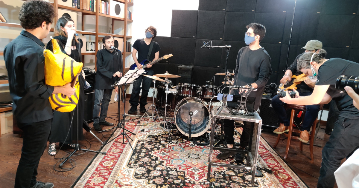 Unsilencing sanctions: Iranian musicians launch album in Germany