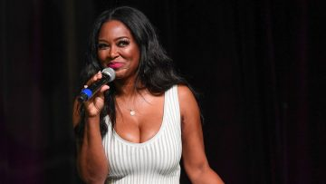 Kenya Moore's Latest Photo Has Fans Praising Her Natural Beauty