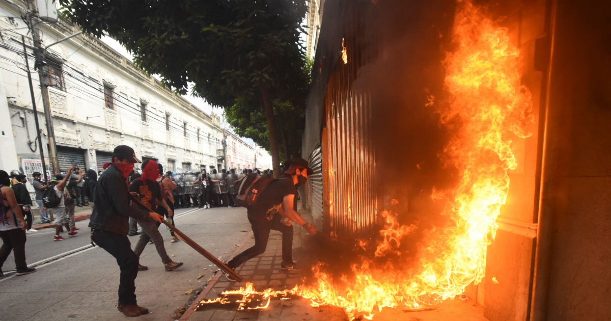 In Pictures: Protesters clash with police in Guatemala