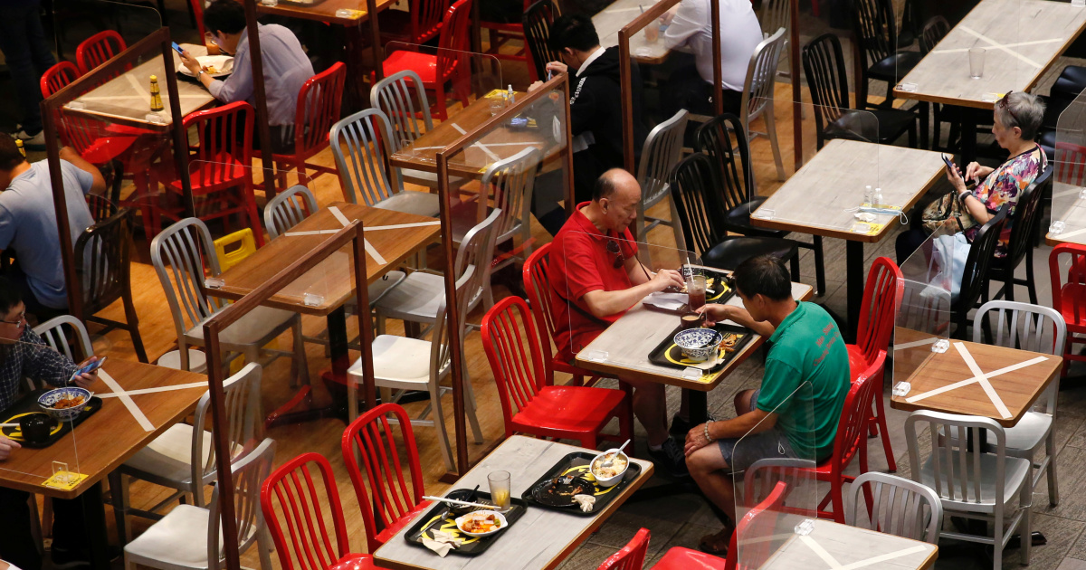 Hong Kong restricts dining at restaurants in fourth wave battle